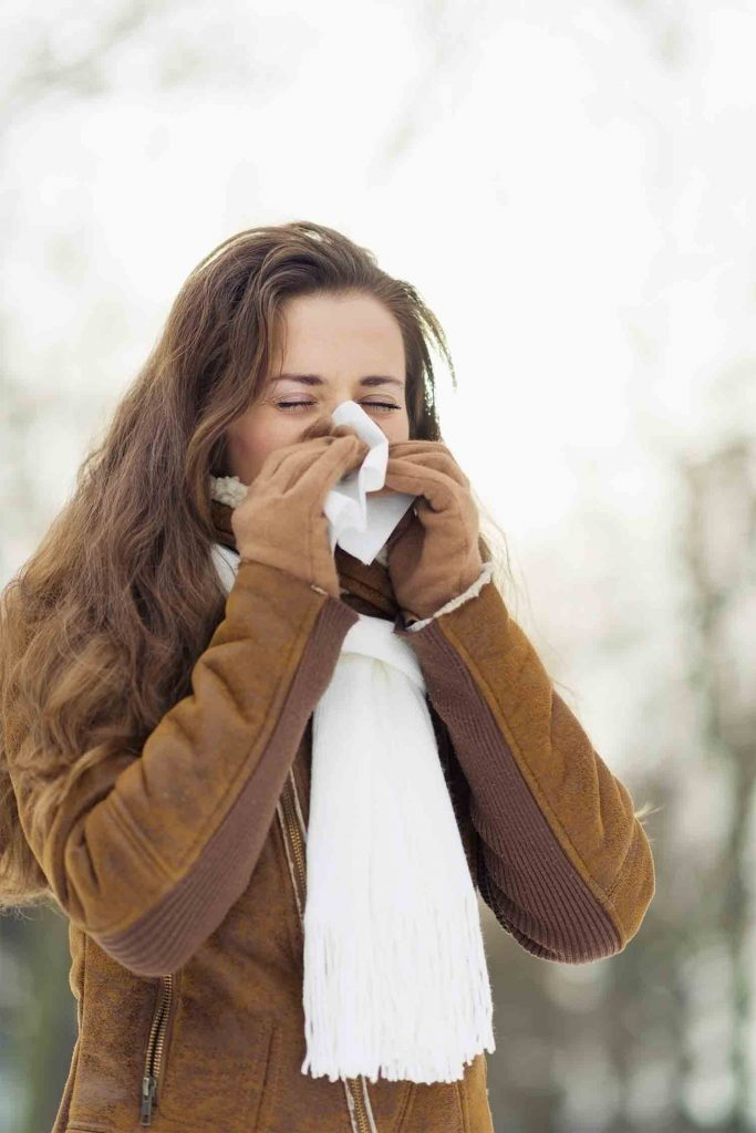 Husten, Niesen und Naseputzen begleiten uns durch die kalte Jahreszeit und verschiedene Infekte verordnen uns häufig Bettruhe: Die kühlen Temperaturen belasten das Immunsystem und die schlechtere Raumbelüftung und Heizungsluft trocknen die Schleimhäute aus. Das macht es krankmachenden Keimen leicht, sich anzusiedeln.